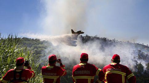 Más de 700 bomberos intentan sofocar el incendio en El Algarve luso