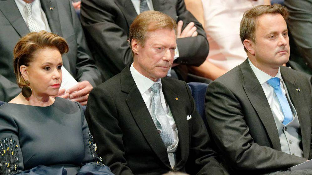 Foto: Los grandes duques, junto a Xavier Bettel. (Getty)