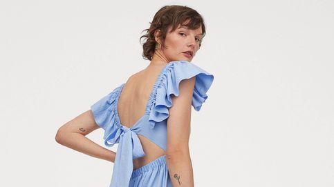 Este vestido azul cielo de H&M hace tipazo y revolucionará tus looks