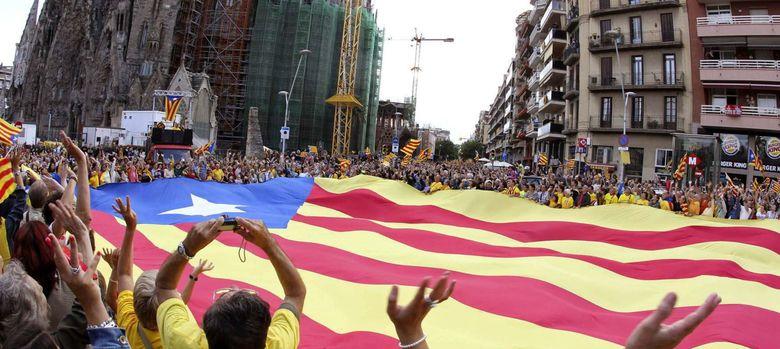 Foto: Cadena humana por la independencia, en la pasada Diada. (Efe)