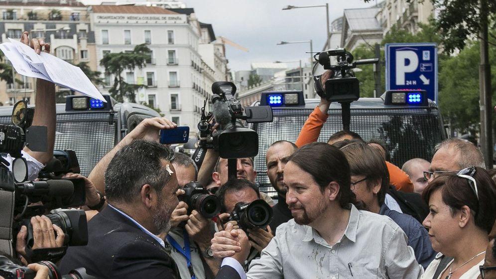 Foto: Julio Sanz (Federación Profesional del Taxi) junto a Pablo Iglesias en una imagen de archivo. (EFE)
