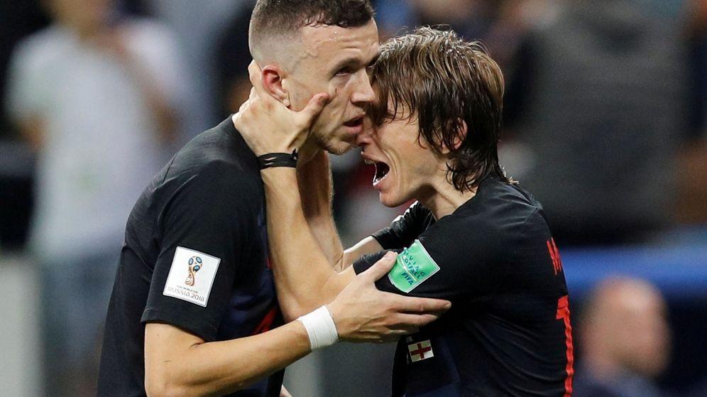 Foto: Perisic y Modric celebran la victoria sobre Inglaterra. (Reuters)