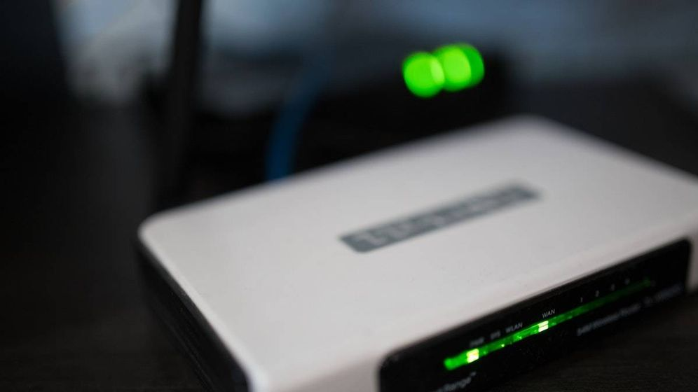 Foto: Aunque parezca que no hacen nada, las luces que hay en el router pueden delatar que alguien se está conectado a nuestra wifi (Imagen: Pexels)