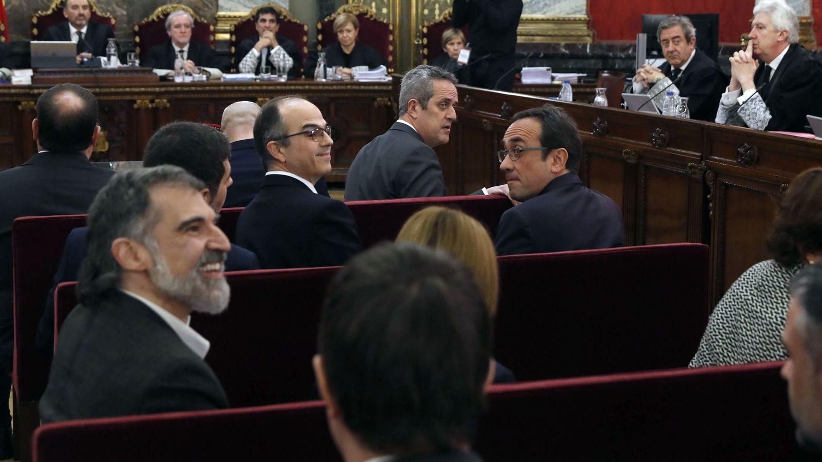 Foto: Los doce líderes independentistas acusados por el proceso soberanista catalán. (EFE)