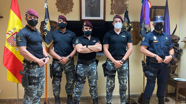 Los agentes ya en España, en la sede del GEO en Guadalajara. (A. Requeijo)