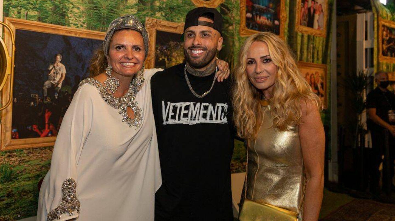 Sandra García-Sanjuán, Nicky Jam y Marta Sánchez, después del concierto. (Cortesía)