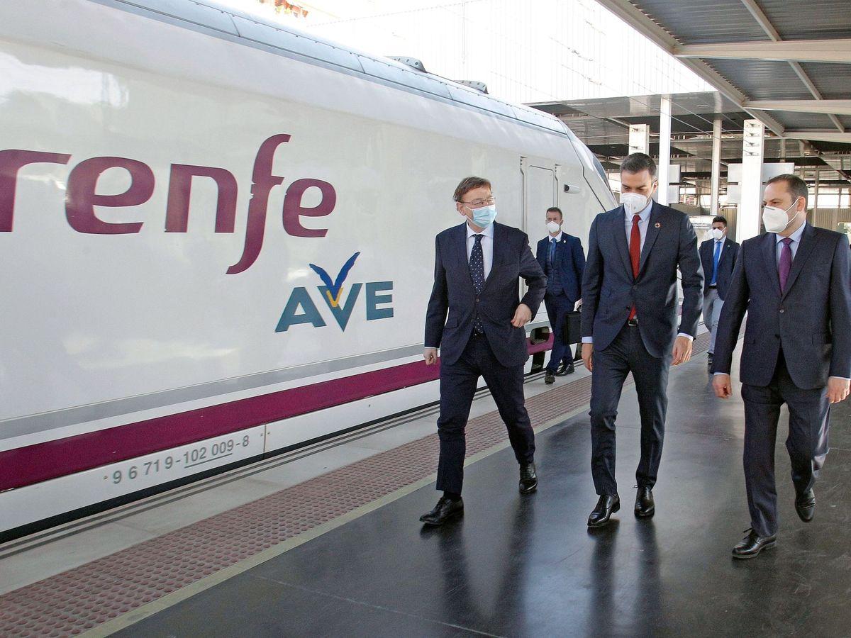 Foto: Ximo Puig, Pedro Sánchez y José Luis Ábalos. (EFE)