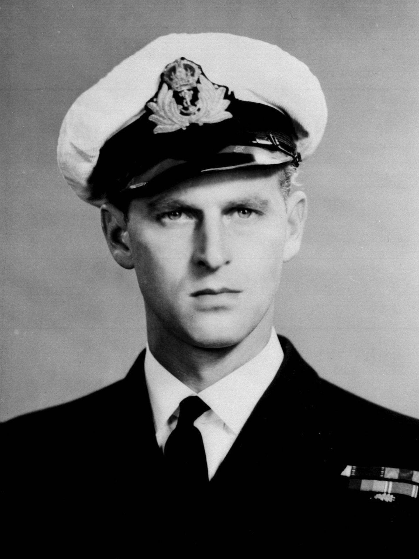 El príncipe Felipe, con el uniforme de la Marina Real. (Buckingham Palace)