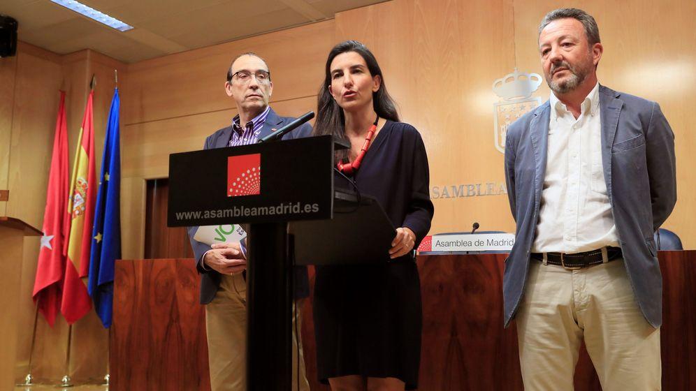 Foto: La líder de Vox en Madrid, Rocío Monasterio, tras reunirse con Juan Trinidad. (EFE)