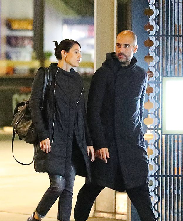 Foto: Pep Guardiola, junto a su mujer, Cristina Serra. (Gtres)