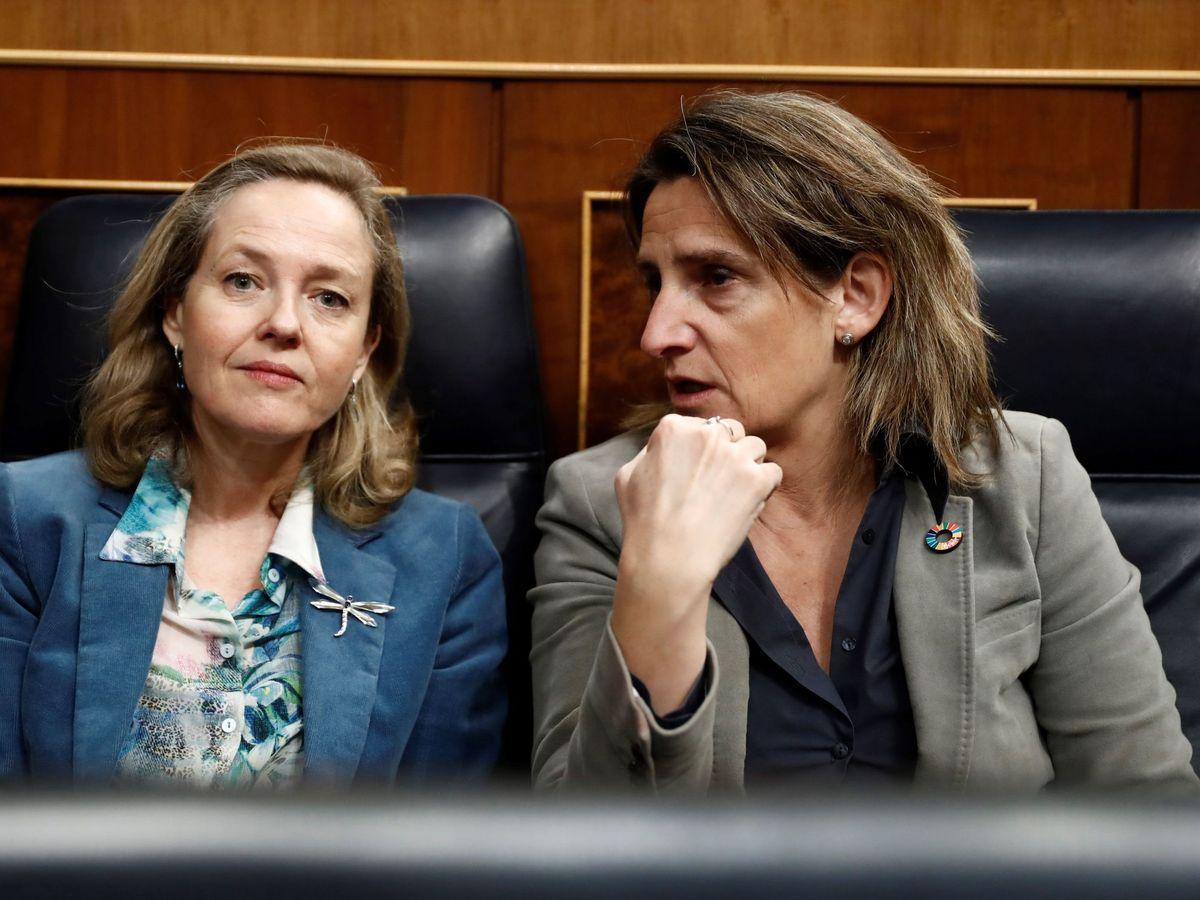 Foto: Las vicepresidentas Nadia Calviño y Teresa Ribera. (EFE)