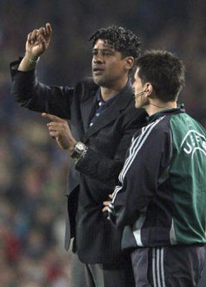 Rijkaard no cree en milagros y no arriesga en Liga