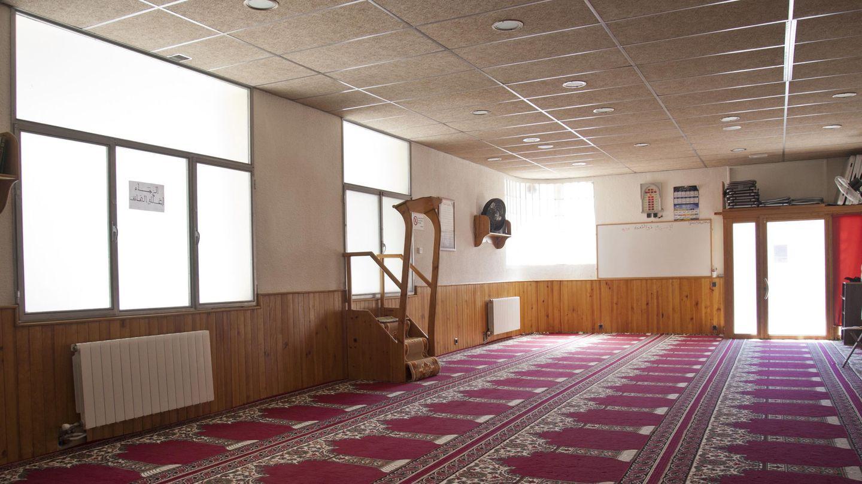 Vista del interior de la mezquita en la cual el imán Abdelbaki Es Satty guiaba las oraciones. (EFE)
