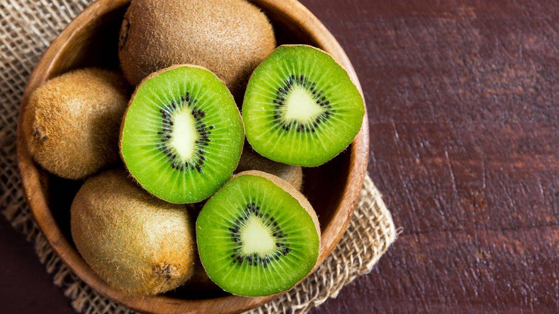El kiwi contiene muchas vitaminas C y E.