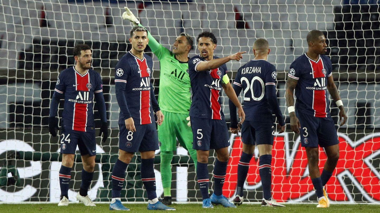 Keylor Navas mantuvo con vida a su equipo en los peores momentos del PSG. (EFE)