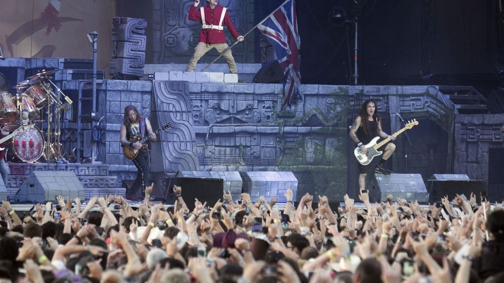 Foto: Iron Maiden durante su interpretación de The Trooper.