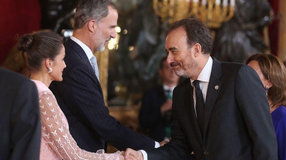 Foto: El rey Felipe VI, la reina Letizia, y el juez del Tribunal Supremo, Manuel Marchena. (EFE)