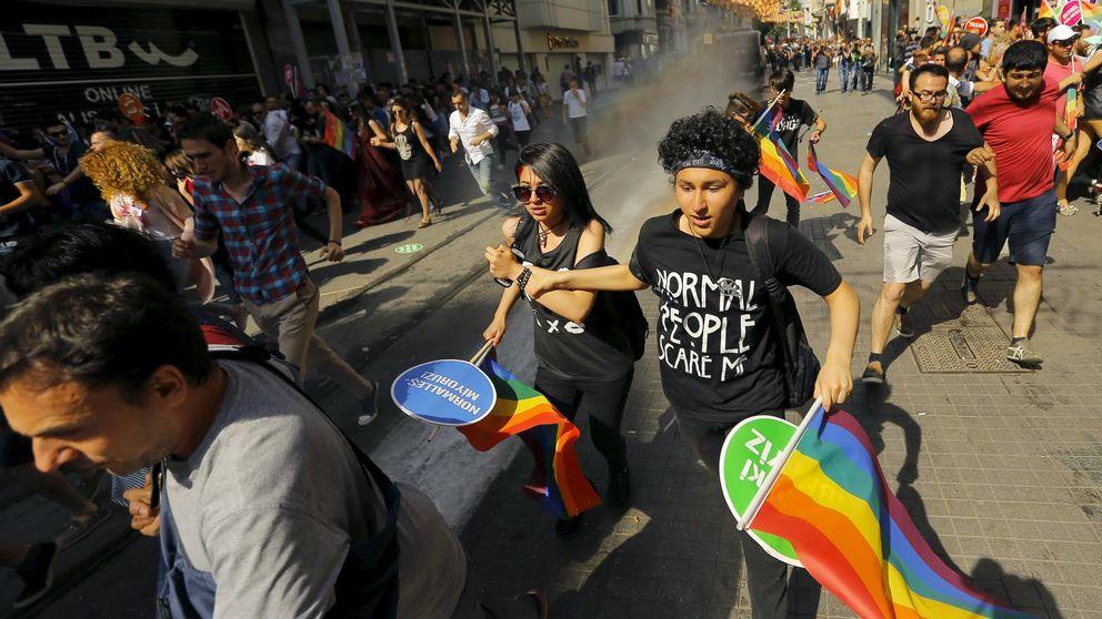 La Policía irrumpe en el desfile del Orgullo Gay en Estambul