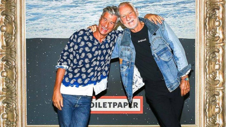 Maurizio Cattelan, junto a Thomas Meyer en un evento de Desigual. (Cortesía)