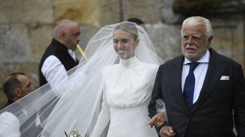 Lucía Bárcena, una elegante novia: silueta sirena con cuello alto