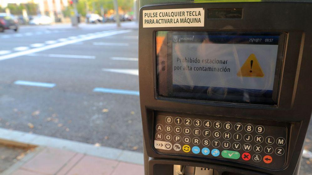 Foto: Prohibición de aparcar en la zona SER para coches de no residentes.