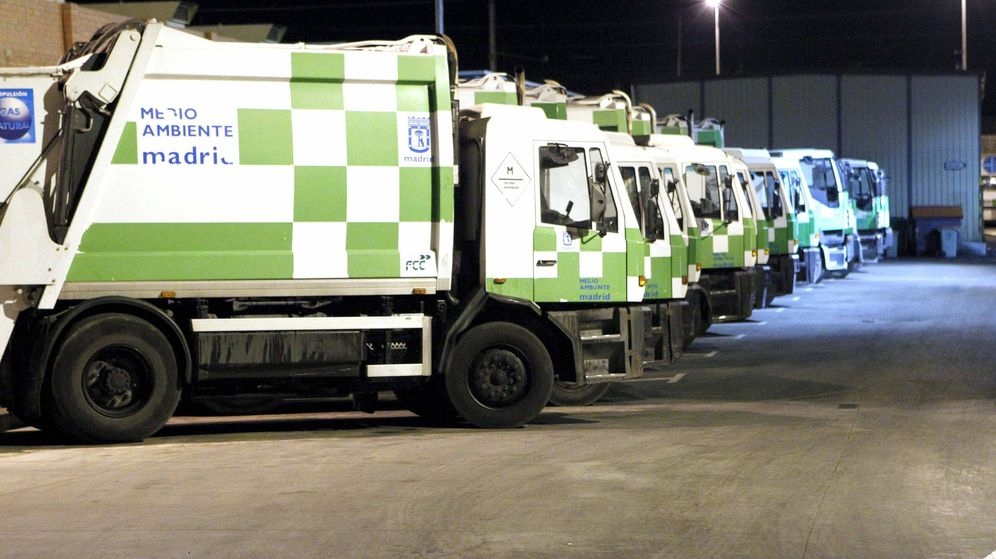 Foto: Camiones de recogida de basuras del ayuntamiento de Madrid. (EFE)