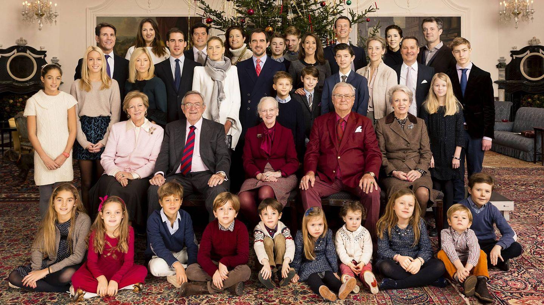 Ana María, abajo a la izquierda, en la foto familiar en Fredensborg. (Cordon Press)