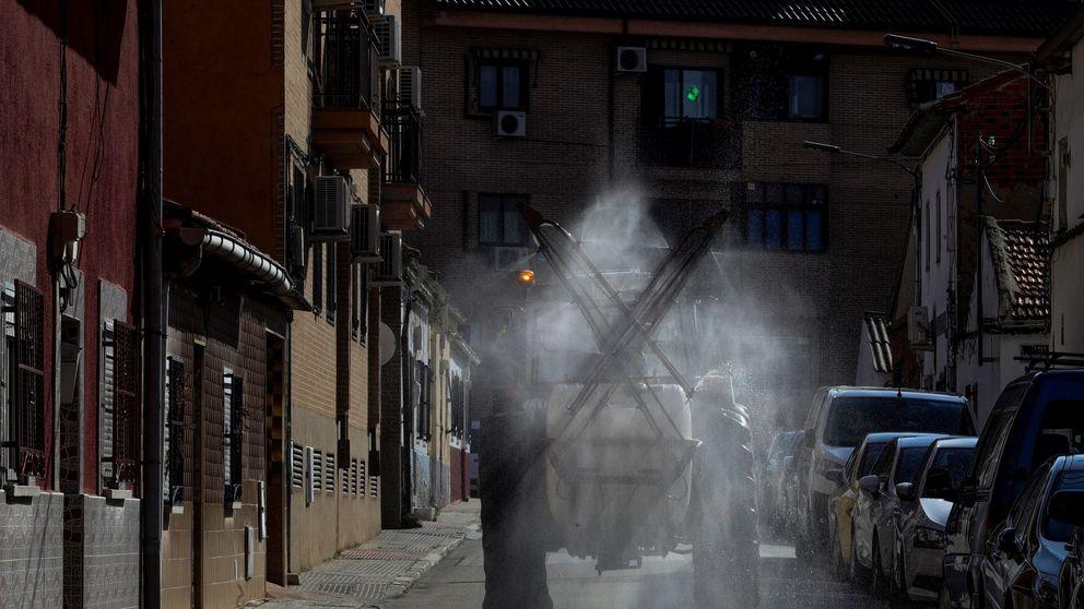 Desinfectar las calles para combatir el coronavirus: las dudas sobre su eficacia