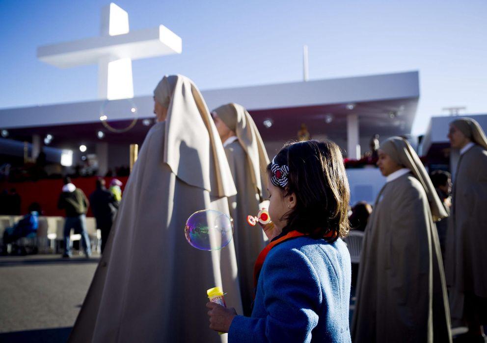 Foto: Imagen de fieles en la Plaza de Colón en la fiesta de las familias (EFE)