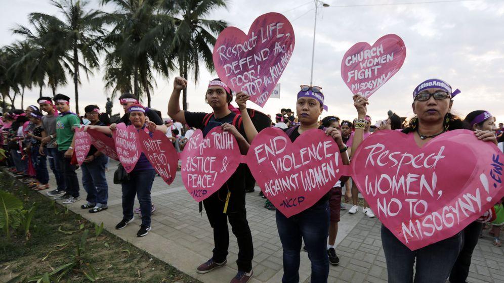 Foto: Una protesta de mujeres en Manila. (Reuters)