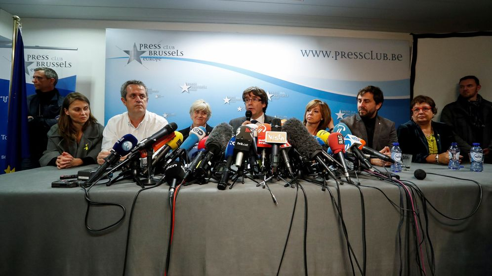 Foto: Meritxell Serret, Joaquim Forn, Clara Ponsati, Carles Puigdemont, Meritxell Borras, Antoni Comin y Dolors Bassa. (Reuters)