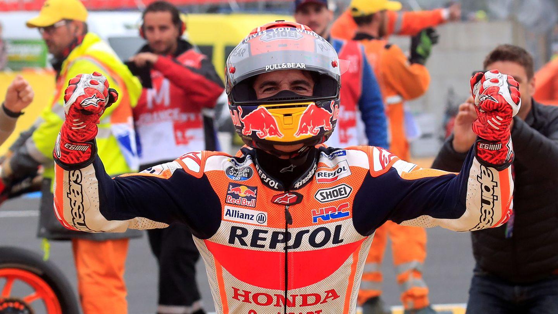 Marc Márquez celebrando su victoria en Le Mans.