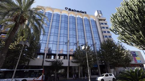 Cumbre de Sabadell con Oaktree, Bain y Cerberus para vender su promotora