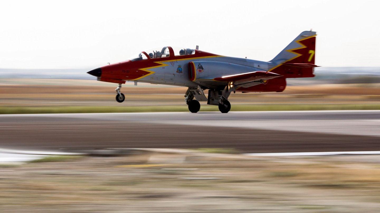 Una aeronave de la Patrulla Águila. (EFE)