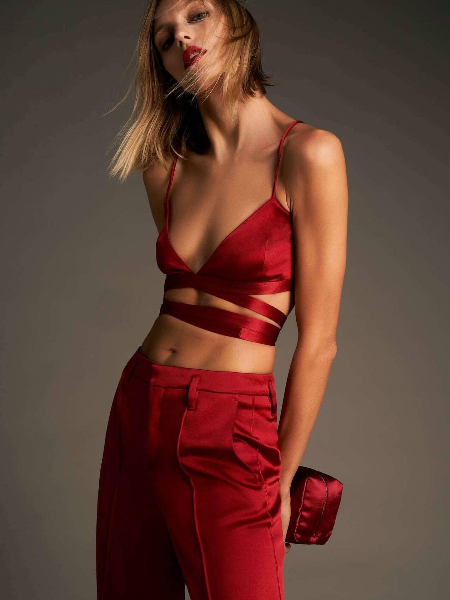 El conjunto satinado de Zara. (Cortesía)