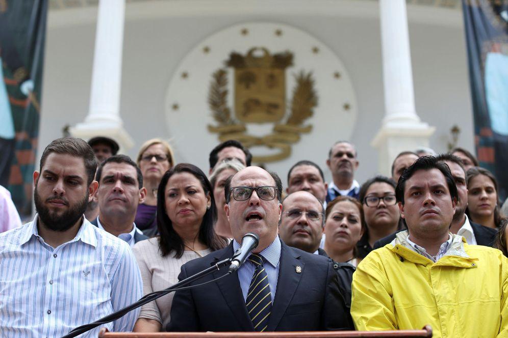 Foto: Julio Borges, presidente de la Asamblea Nacional y miembro de la opositora Mesa de Unidad, da una rueda de prensa en Caracas, el 30 de marzo de 2017. (Reuters)