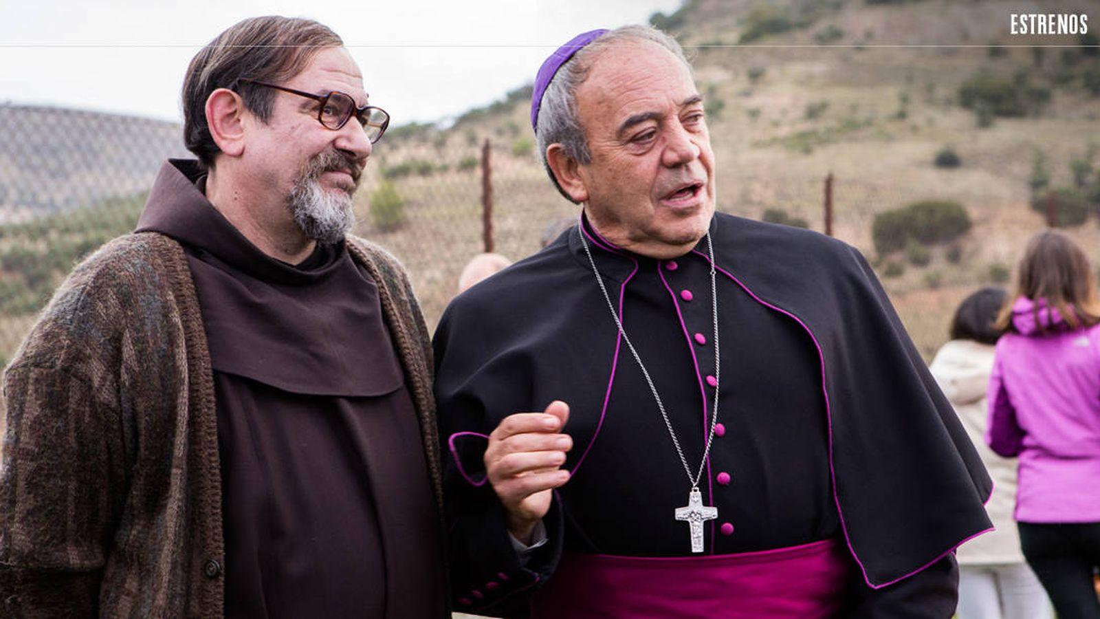 Foto: Karra Elejalde y Tito Valverde en 'Que baje Dios y lo vea'. (DeAPlaneta)