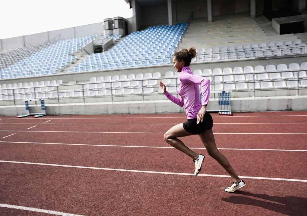 Foto: Antes de una carrera es usual ver corredores realizando sprints, lo que es un error. (Corbis)