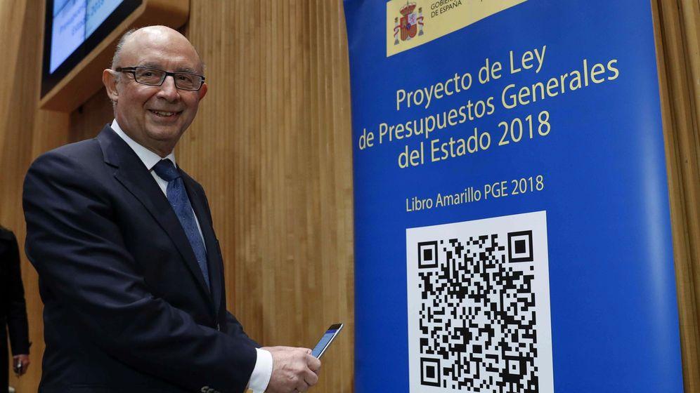 Foto: El ministro de Hacienda y Función Pública, Cristóbal Montoro, durante la presentación del proyecto de Presupuestos Generales del Estado para 2018. (Efe)