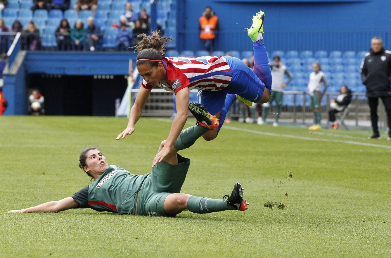 Foto: El fútbol femenino se gana su hueco en el Calderón