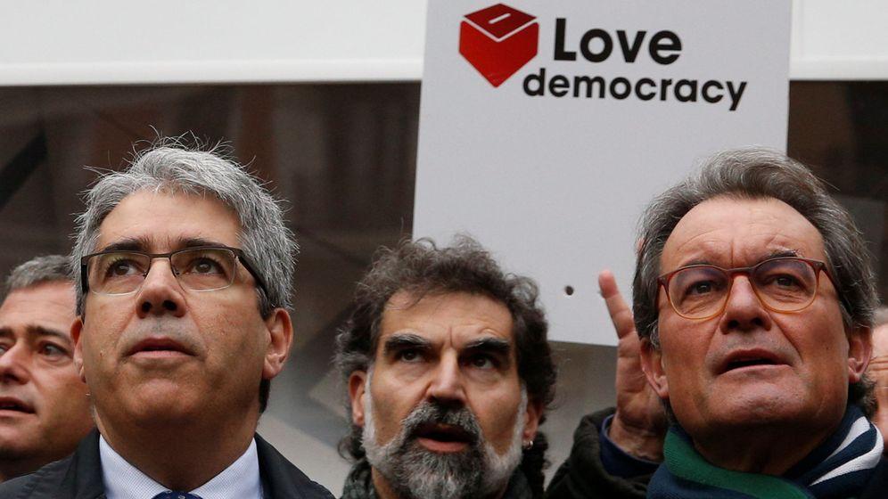 Foto: El expresidente de la Generalitat Artur Mas (d) y el exconsejero de Presidencia Francesc Homs. (Reuters)