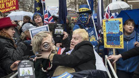 Todos contra May: arrecian las críticas (internas y en la UE) por su plan del Brexit