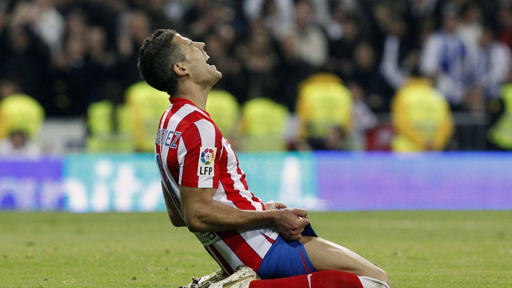 Foto: Domínguez durante un derbi contra el Real Madrid. (EFE)