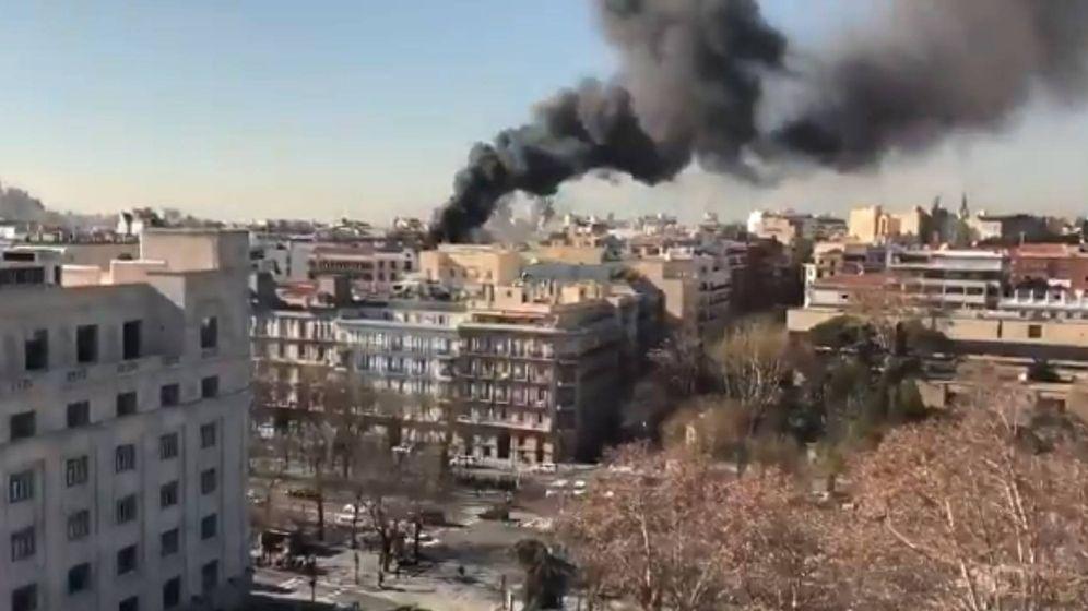 Foto: Incendio en un edificio en obras del barrio madrileño de Salamanca. (Foto: Twitter)