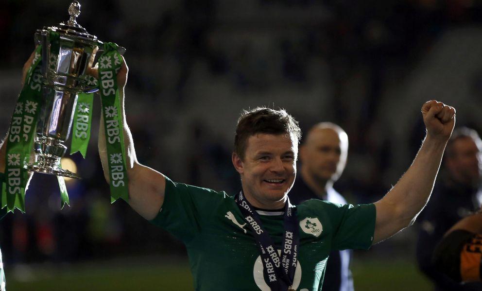 Foto: Brian O'Driscoll con la copa de campeón del Seis Naciones de 2014 (Reuters).