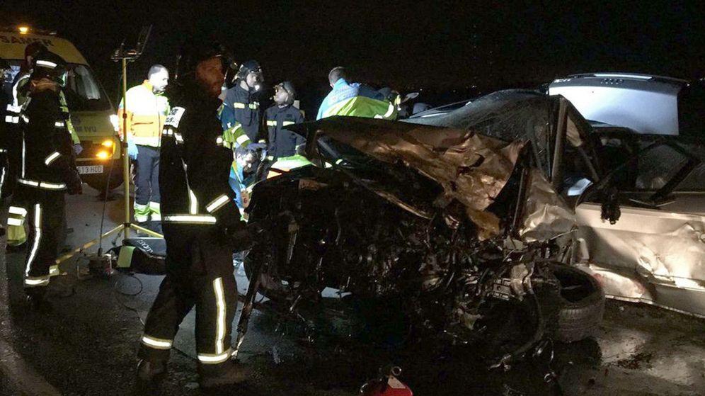 Foto: Fallecen dos personas en un choque frontal en la M-851, en Majadahonda. (EFE)