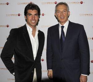 Tony Blair, Cayetano Rivera y el marqués de Cubas comparten mantel
