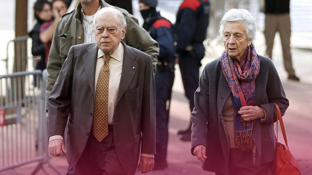 Foto: Jordi Pujol y su mujer, Marta Ferrusola, a la llegada a los juzgados en Barcelona. (Efe)