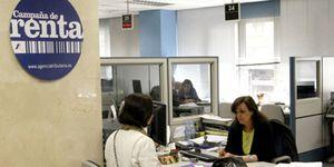 Foto: Una campaña promueve la insumisión fiscal  contra el pago de la deuda española