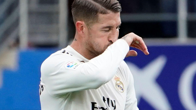Sergio Ramos se lamenta en Ipurua. (Efe)